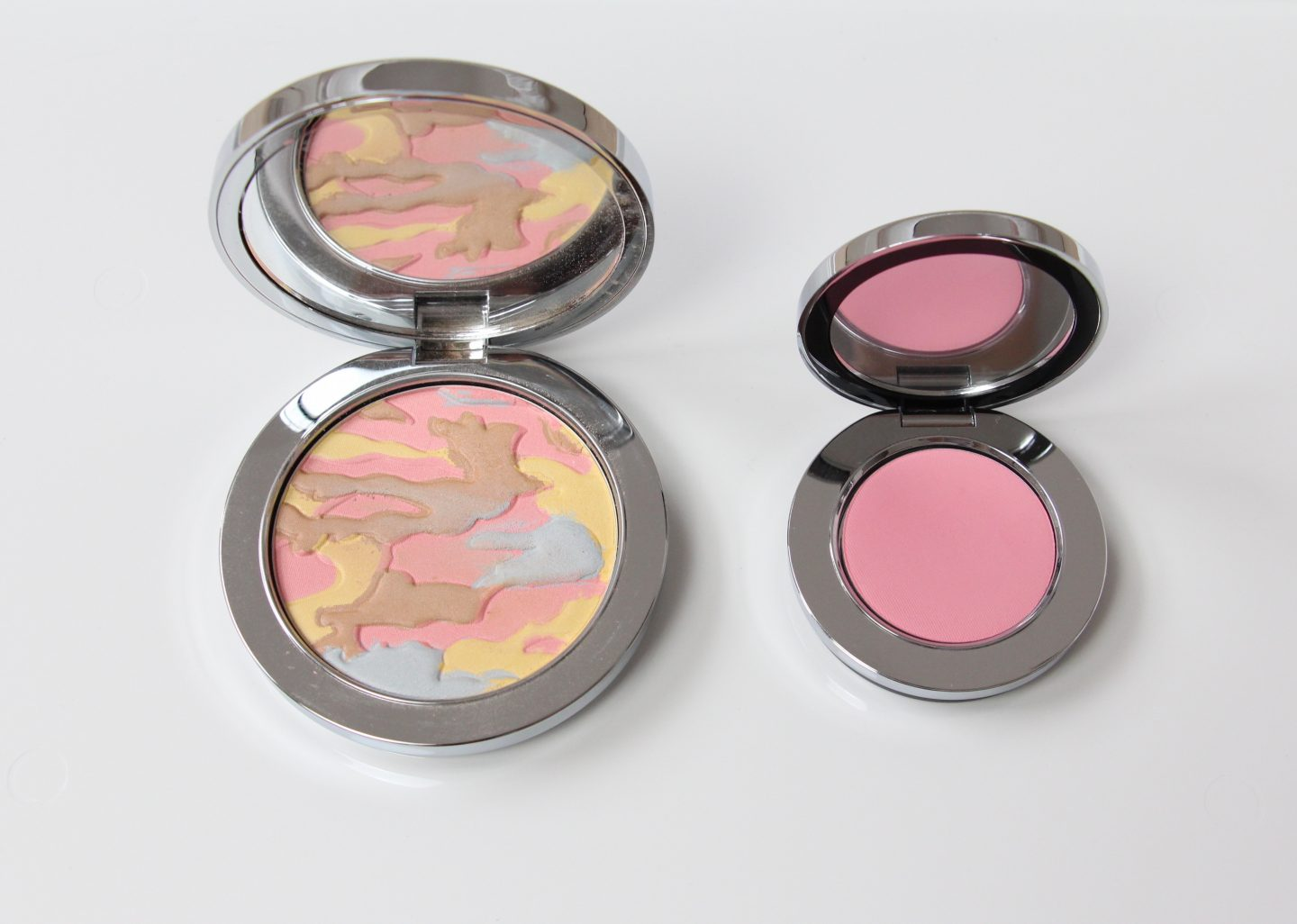 Rodial Makeup Soft Focus Glow Powder and Blusher in South Beach