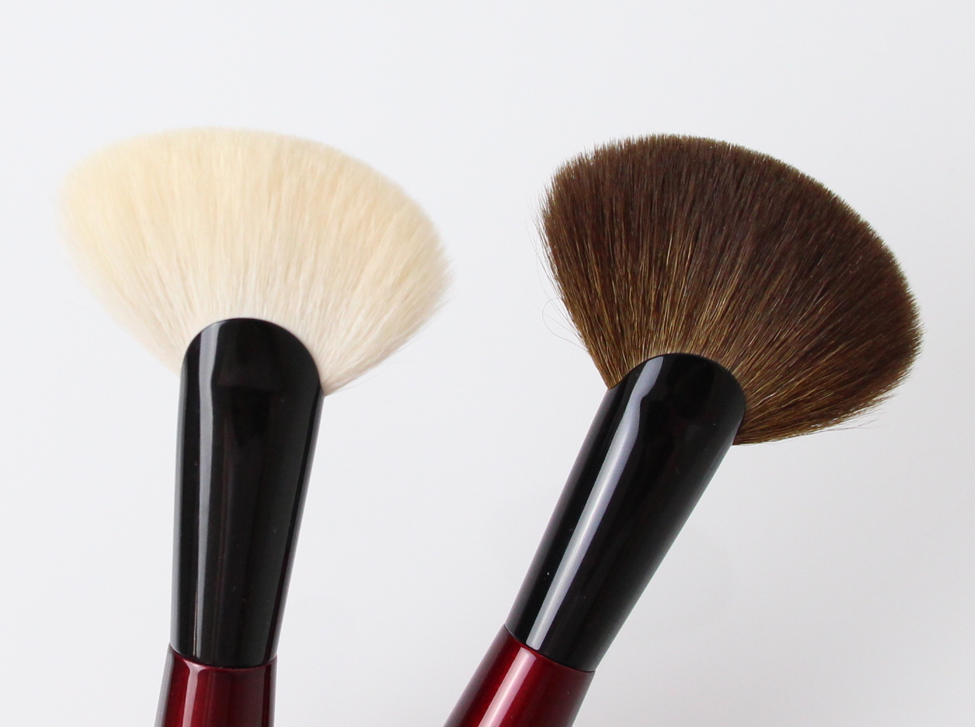 Sonia G Sculpt Four (left) and Sculpt Two (right) Brushes comparison