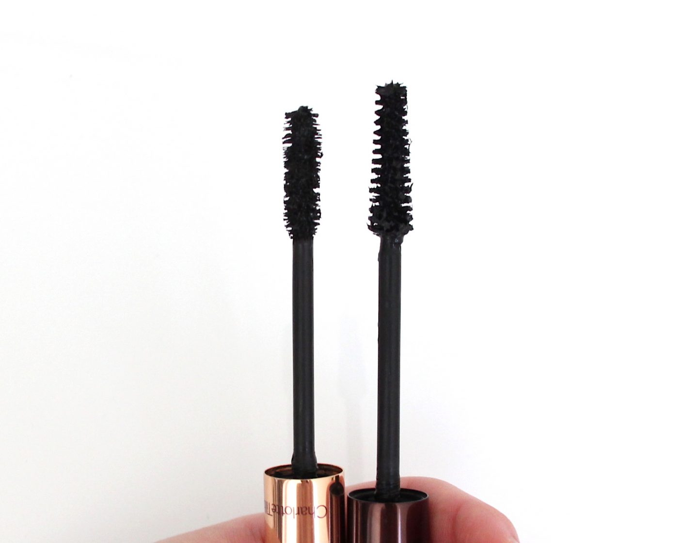 Mascara wands: Charlotte Tilbury Legendary Lashes (Left) vs Tom Ford Extreme (Right)